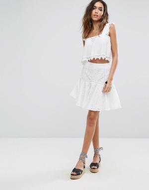 Boohoo Расклешенная юбка-мини с вышивкой ришелье. Цвет: белый