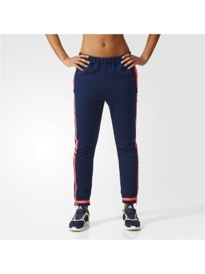 Брюки спортивные жен. SWEATPANTS Adidas. Цвет: темно-синий