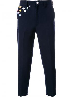 Укороченные брюки со значками Doublet. Цвет: синий