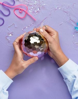 New Look Кружка в виде дискотечного шара с эффектом омбре. Цвет: серебряный