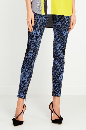 Синие брюки с принтом Matthew Williamson. Цвет: синий