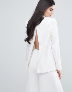 Lavish Alice Приталенный блейзер с открытой спиной. Цвет: белый