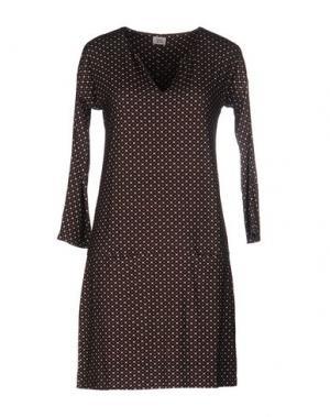 Короткое платье SIYU. Цвет: темно-коричневый