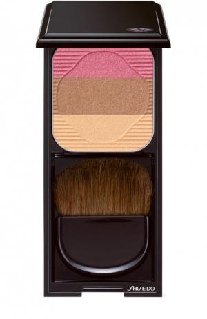 Румяна-трио с шелковистой текстурой и эффектом сияния RS1 Shiseido. Цвет: бесцветный