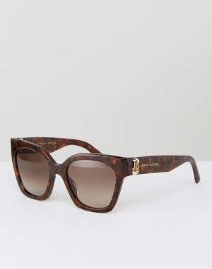 Marc Jacobs Черепаховые солнцезащитные очки кошачий глаз с логотипом. Цвет: коричневый