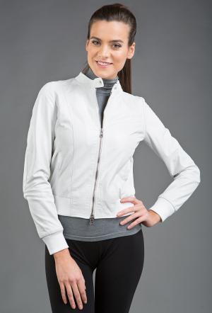 Короткая женская кожаная куртка  белого цвета AFG. Цвет: белый