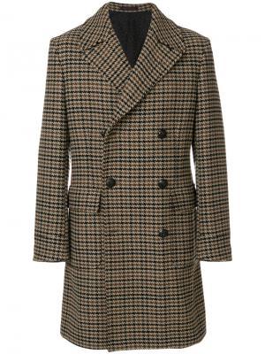 Пальто в ломаную клетку The Gigi. Цвет: коричневый