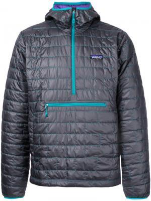 Стеганое пальто с капюшоном Patagonia. Цвет: серый