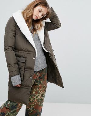 Urbancode Удлиненное стеганое пальто с отделкой из искусственного меха. Цвет: зеленый