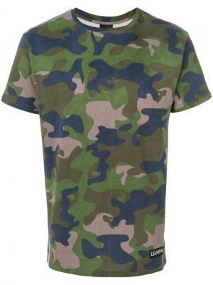 Камуфляжная футболка Les (Art)Ists. Цвет: зелёный