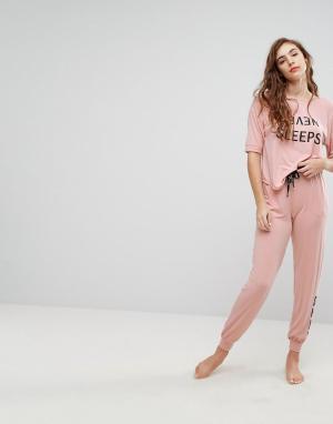 DKNY Розовый пижамный топ с рукавами 3/4 и штаны Never Sleeps. Цвет: розовый