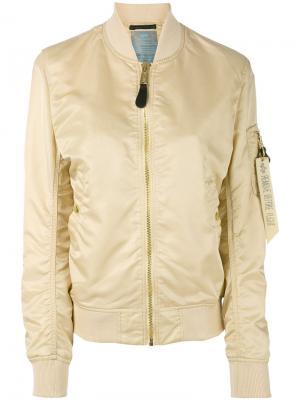 Куртка-бомбер с карманом на рукаве Alpha Industries. Цвет: телесный