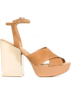 Босоножки на контрастном каблуке Hogan. Цвет: телесный