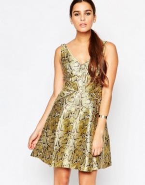 Adelyn Rae Золотистое приталенное платье. Цвет: золотой