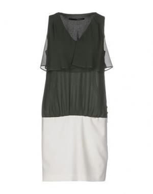 Короткое платье ANNARITA N.. Цвет: изумрудно-зеленый