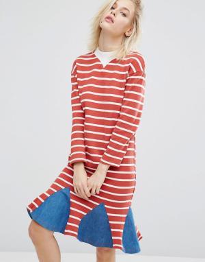 I Love Friday Платье в полоску с джинсовой вставкой по низу. Цвет: красный