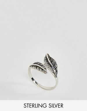 Kingsley Ryan Серебряное кольцо с листиком. Цвет: серебряный