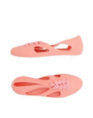 Низкие кеды и кроссовки F-TROUPE. Цвет: лососево-розовый