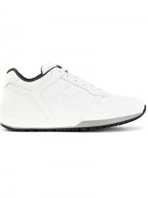 Кроссовки на шнуровке Hogan. Цвет: белый