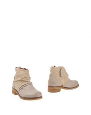 Полусапоги и высокие ботинки HANGAR. Цвет: светло-серый
