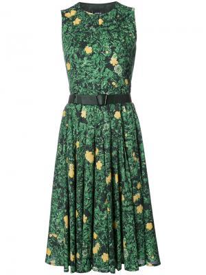 Расклешенное платье с цветочным принтом Akris. Цвет: зелёный