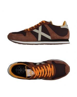 Низкие кеды и кроссовки MUNICH. Цвет: коричневый