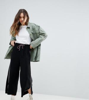 Reclaimed Vintage Укороченные брюки с полосками по бокам и поясом на шнурке Vi. Цвет: черный