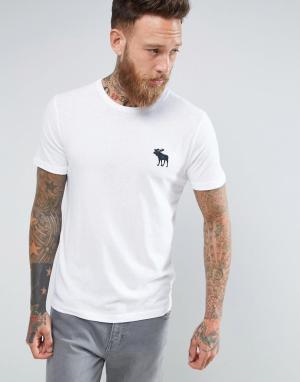 Abercrombie & Fitch Белая футболка узкого кроя с круглым вырезом и крупным логотипом Aberc. Цвет: белый
