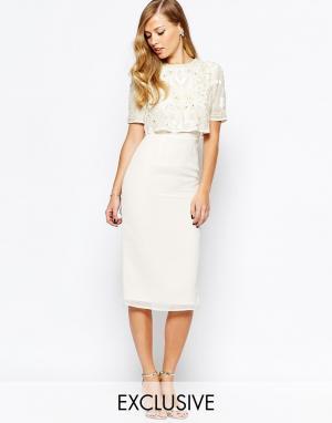 Frock and Frill Платье-футляр с открытой спиной и разрезом. Цвет: кремовый