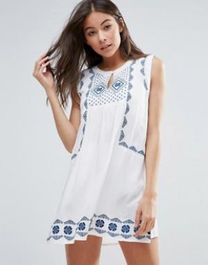 Anmol Свободное пляжное платье с вышивкой. Цвет: белый