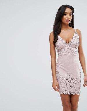 Lipsy Платье-футляр из искусственной замши с лазерной отделкой. Цвет: розовый
