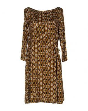 Короткое платье BINI Como. Цвет: охра