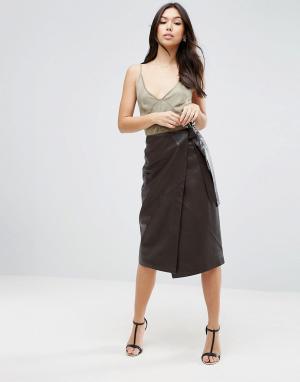ASOS Фактурная кожаная юбка с завязкой. Цвет: коричневый