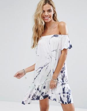 Surf Gypsy Пляжное платье со спущенными плечами и принтом тай-дай. Цвет: мульти
