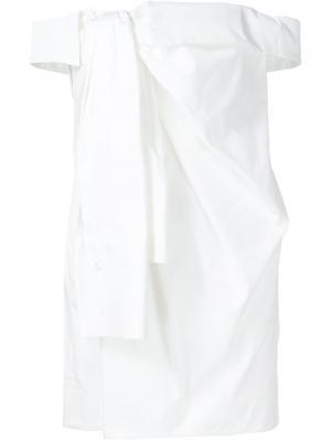 Платье с открытыми плечами Monse. Цвет: белый
