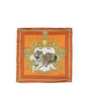 Платок VERSACE. Цвет: оранжевый
