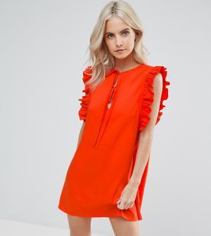 Fashion Union Petite Свободное платье с рюшами и завязками. Цвет: красный