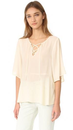 Блуза Jocelyn с воланом на шнуровке cupcakes and cashmere. Цвет: золотой