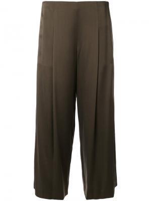 Укороченные брюки со складками Theory. Цвет: зелёный
