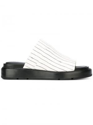 Шлепанцы в полоску DKNY. Цвет: чёрный