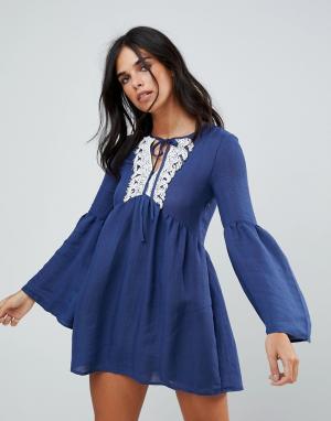 The English Factory Платье с оборками и кружевной отделкой. Цвет: темно-синий