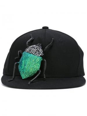 Кепка Swarovski Scarab Bug Piers Atkinson. Цвет: чёрный