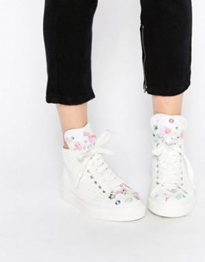 Minna Parikka Белые высокие кроссовки с 3D‑цветами и пайетками Bumble. Цвет: белый