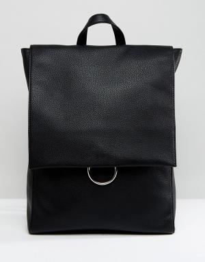 ASOS Рюкзак с клапаном и декоративным кольцом. Цвет: черный