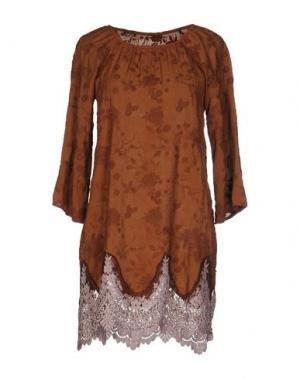 Короткое платье PINK MEMORIES. Цвет: коричневый