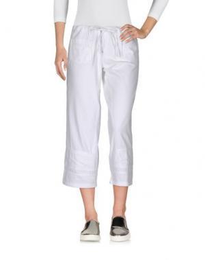 Джинсовые брюки-капри AMERICAN RETRO. Цвет: белый
