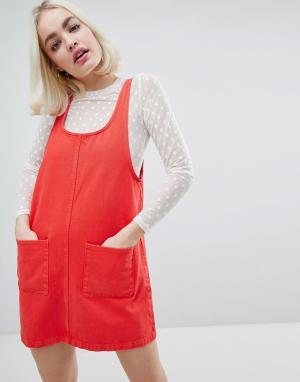 Monki Джинсовое платье с карманами. Цвет: красный