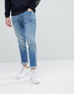 Love Moschino Синие выбеленные джинсы скинни с золотистой нашивкой. Цвет: синий