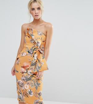 ASOS Petite Платье миди бандо с цветочным принтом. Цвет: желтый