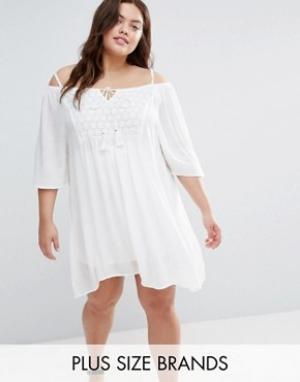 Diya Платье с вырезами на плечах и вставкой кроше Plus. Цвет: белый